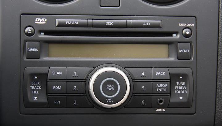 2011款 东风日产逍客 2.0 xv 龙 cvt 4wd 中控台音响控制键