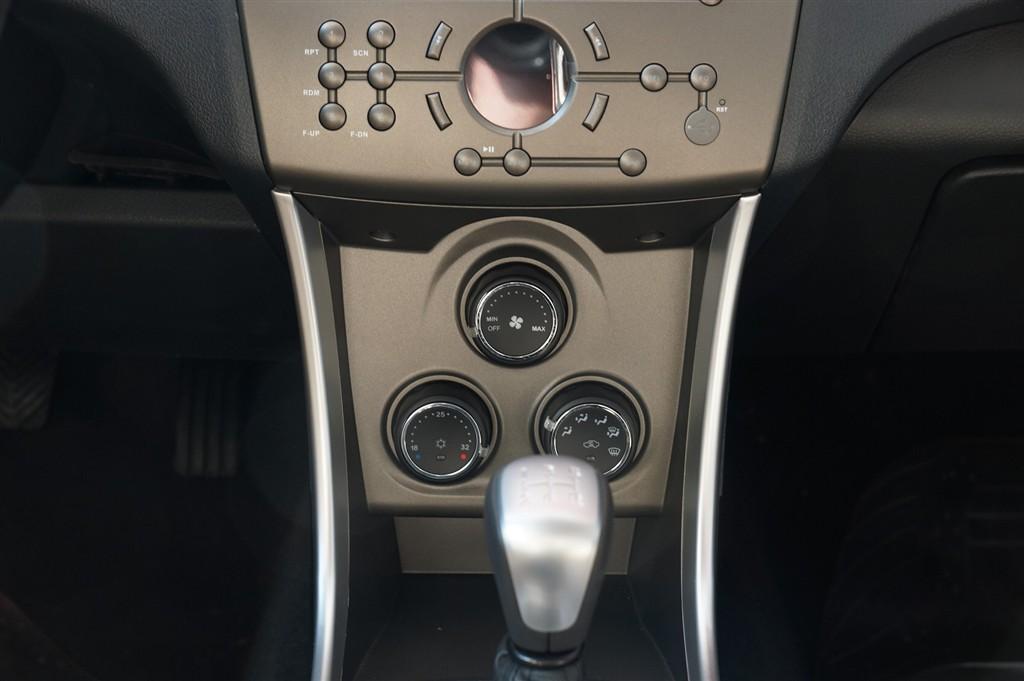 莲花l3两厢中控台空调控制键