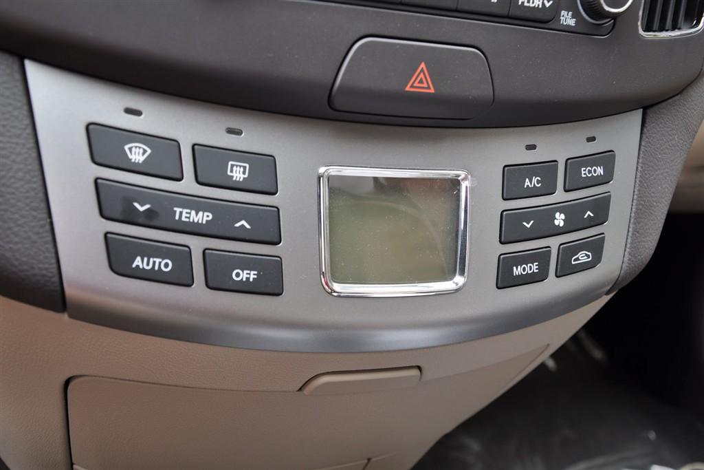 悦动中控台空调控制键