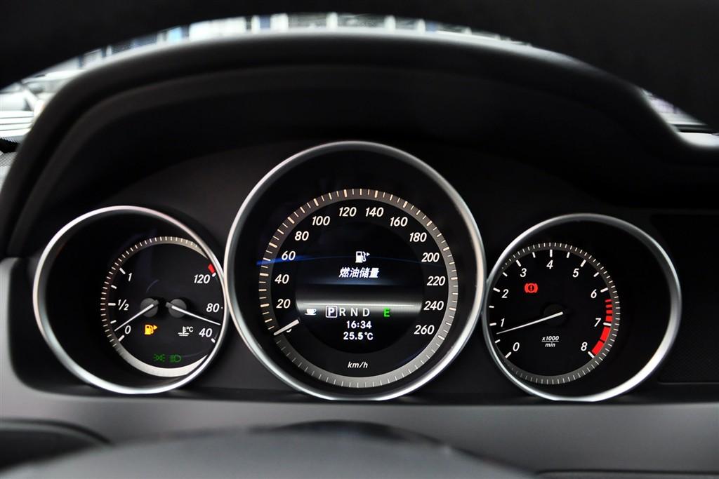 奔驰c级仪表盘背光显示