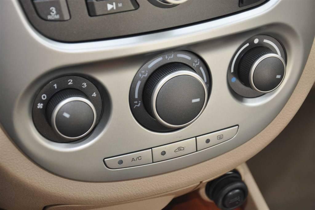 凯越中控台空调控制键
