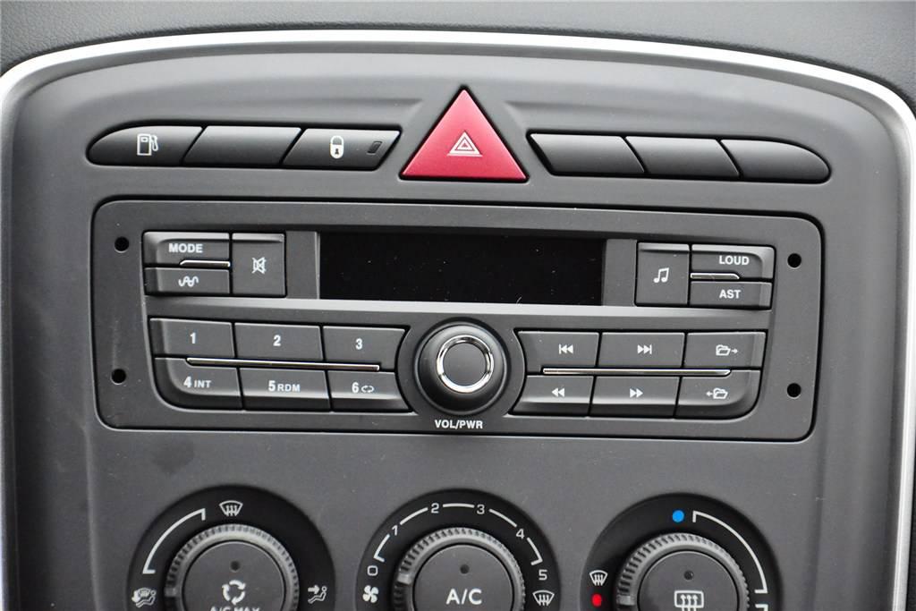 标致308中控台音响控制键