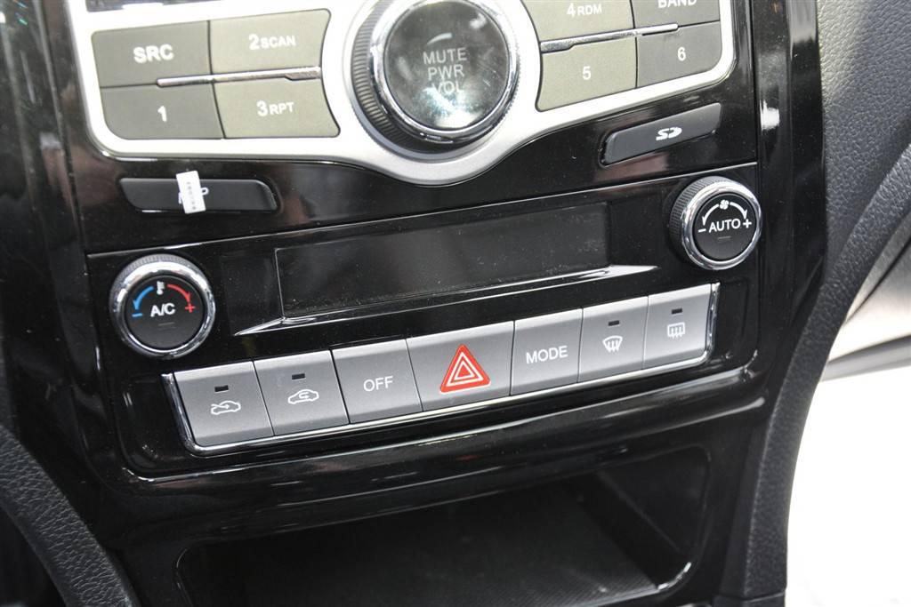长城c50中控台空调控制键