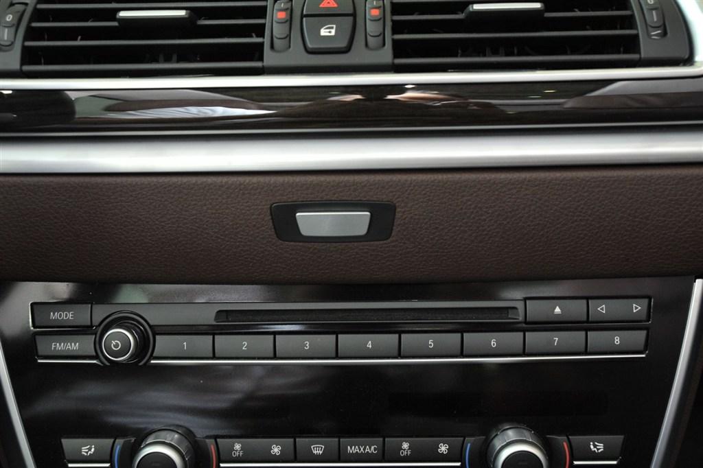 宝马5系gt(进口)中控台音响控制键